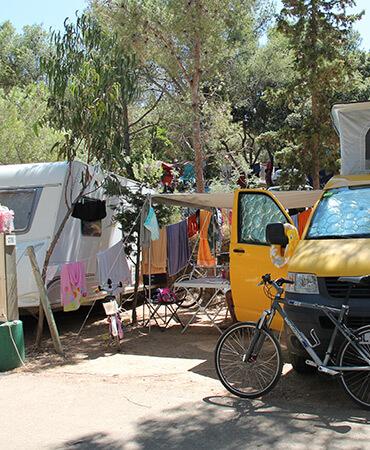 Camping Giens Kampeerplaats: CARAVAN en CAMPER